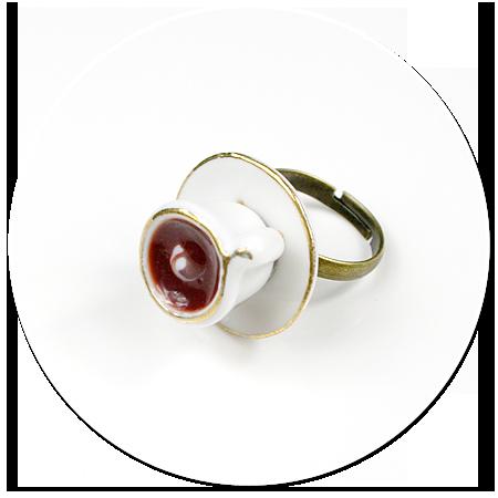 pierścionek z białą filiżanką