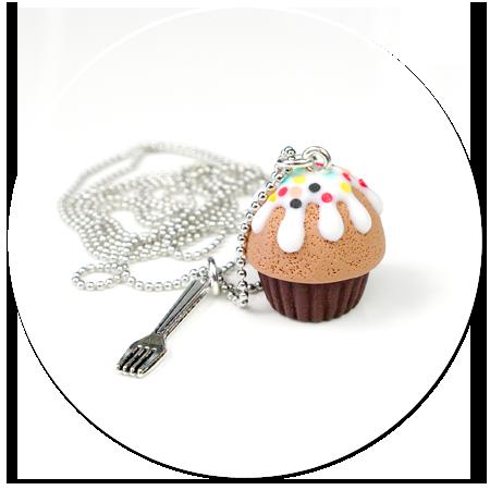 naszyjnik czekoladowa babeczka z posypką