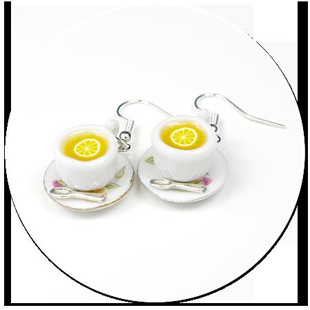 kolczyki filiżanki herbata z cytryną