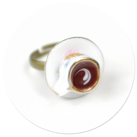 pierścionek filiżanka w kwiatki