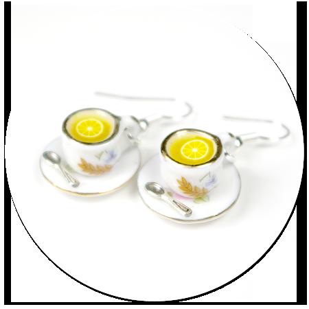 kolczyki białe filiżanki z herbatą