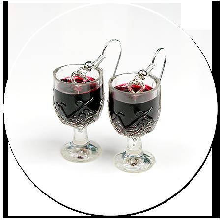 kolczyki kieliszki z czerwonym winem