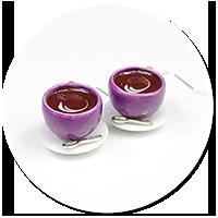 kolczyki fioletowe filiżanki z kawą