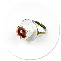 ring with white cup