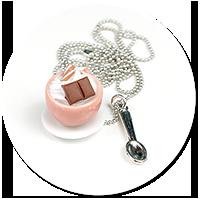 naszyjnik filiżanka z bitą śmietaną i słodyczami nr 4
