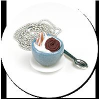 naszyjnik filiżanka z bitą śmietaną i słodyczami nr 5