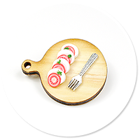 brooch with caprese