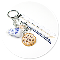 keyring with jug and cookie