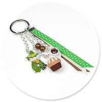 keyring with Snufkin and cupcake