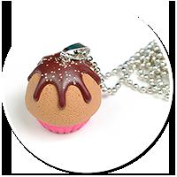 naszyjnik z różowa babeczką