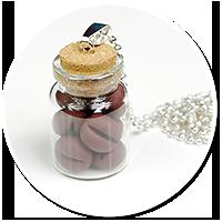naszyjnik słoiczek z ziarnami kawy