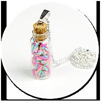 naszyjnik słoiczek z kolorowymi piankami
