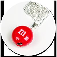 naszyjnik czerwony m&m's