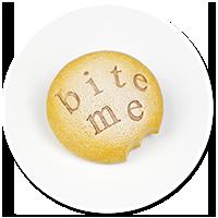 broszka ciasteczko BITE ME