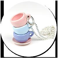 naszyjnik z pastelowymi filiżankami