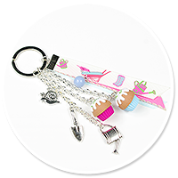 keyring with cupcakes 'on garden'