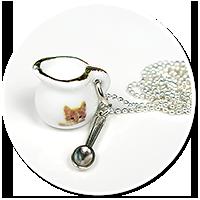 naszyjnik z mlecznikiem z kotkiem
