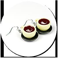 kolczyki kolorowe filiżanki z kawą