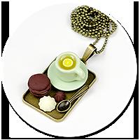 naszyjnik z filiżanką i słodyczami nr 2