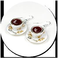 kolczyki białe filiżanki z kawą