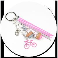 breloczek z babeczkami i rowerem