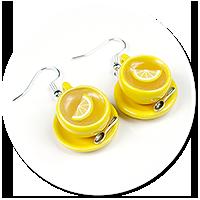 kolczyki żółte filiżanki z herbatą