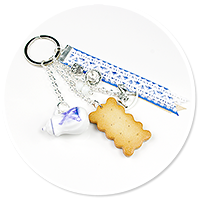 keyring with jug and biscuit