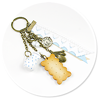 keyring with jug and biscuit no. 2